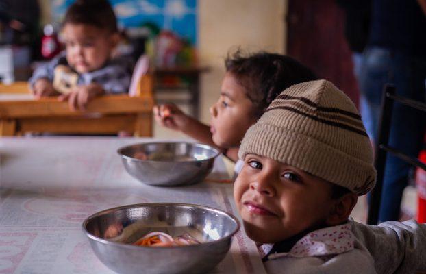 Perú: Los menores venezolanos de 0 a 5 años adelgazan por efectos del hambre y la inseguridad alimentaria